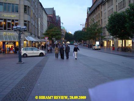 Die sonst friedliche bzw. nazifreie Hamburger Mönckebergstraße