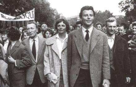 foto de Gérard Philipe lors d une manifestation du Parti Communiste