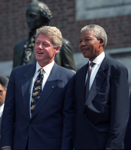 President Bill Clinton with Nelson Mandela at the Independence Hall in Philadelphia, PA, July 4, 1993. Photo: Executive Office of the President of the United States
